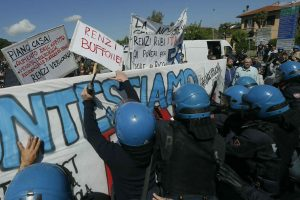 Internet: 30 anni; manifestanti a Pisa, tensione con polizia