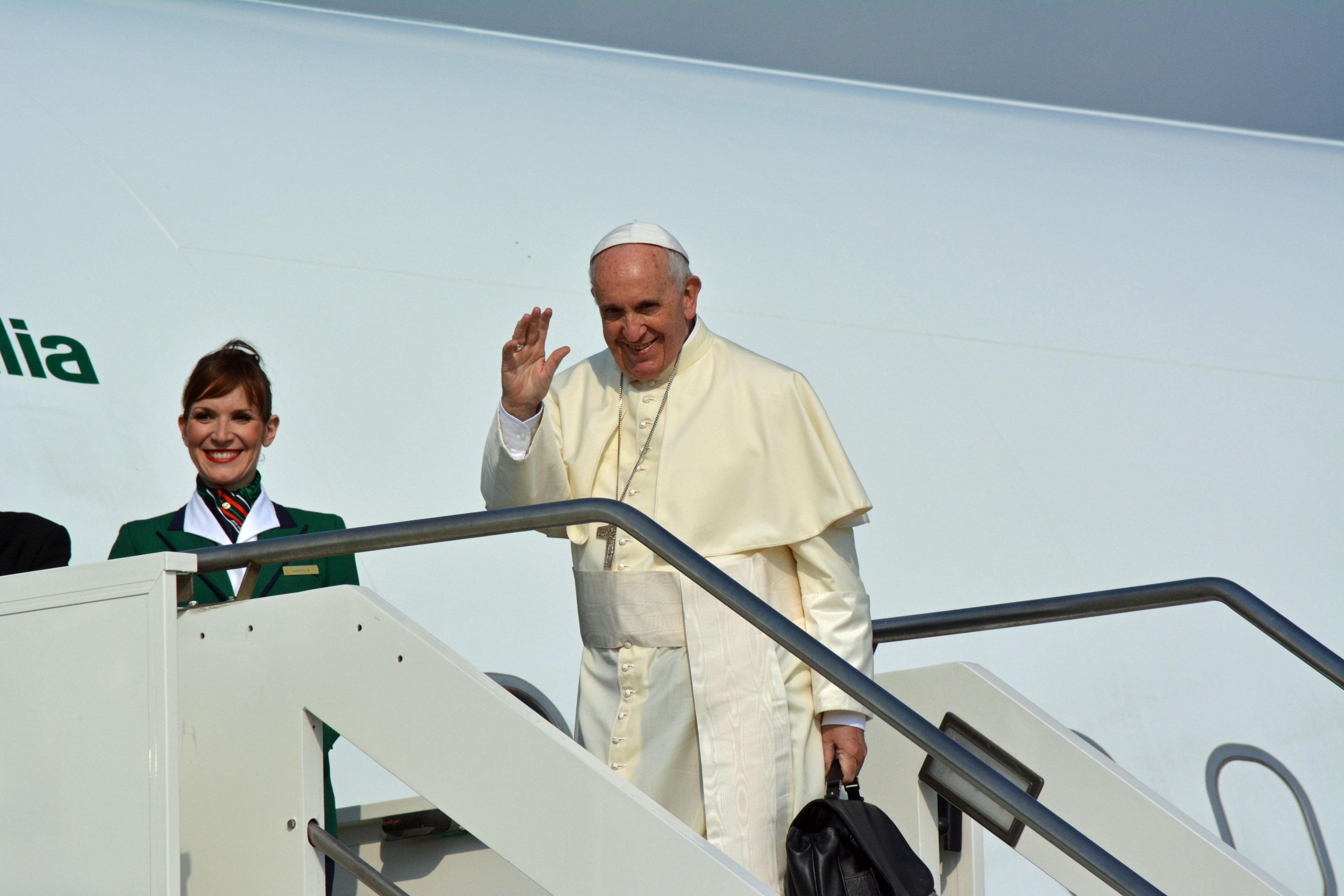 In Cile contestazioni contro la visita del Papa