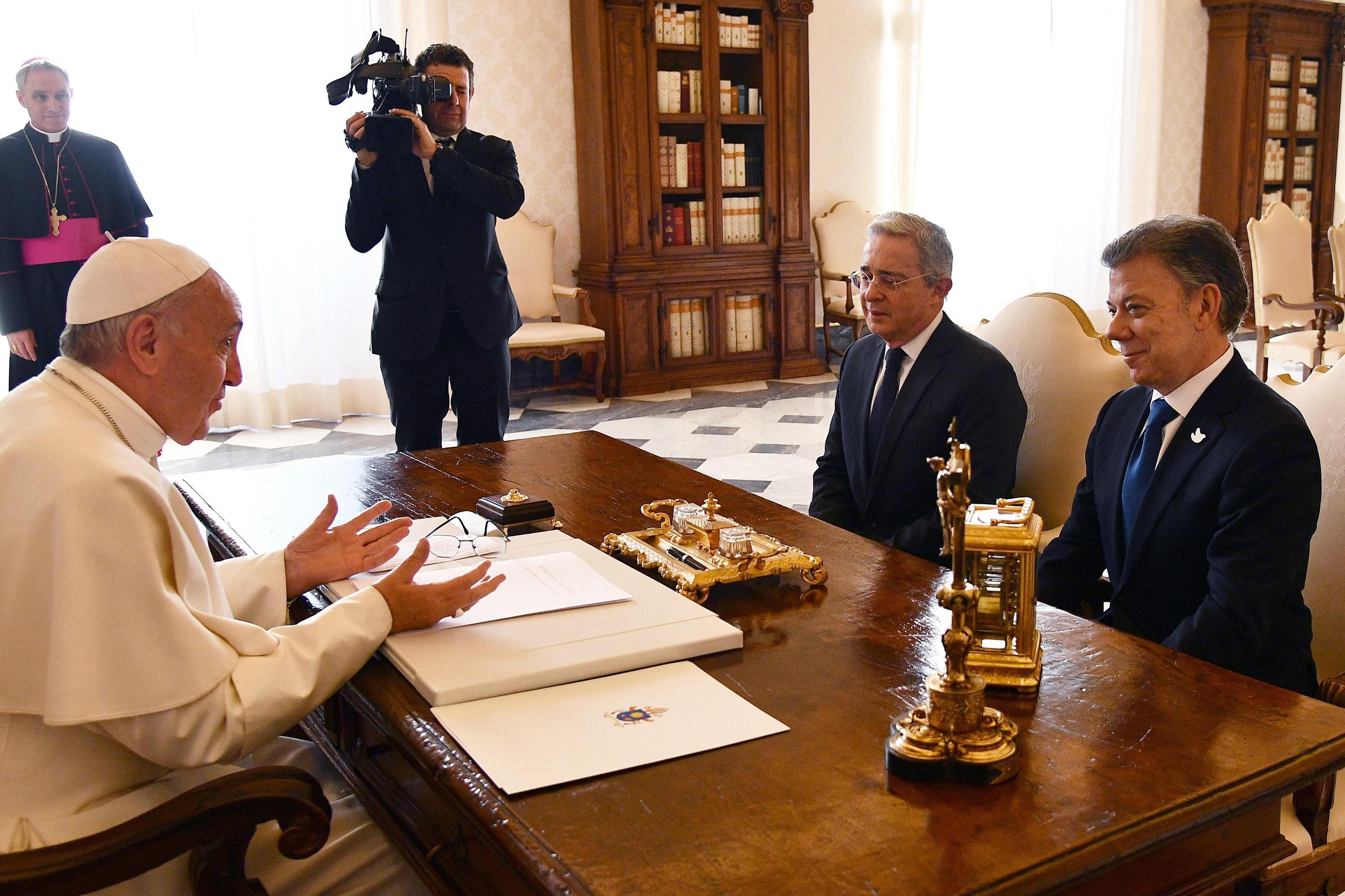 Il premio Nobel per la Pace, Santos, a colloquio da Papa Francesco